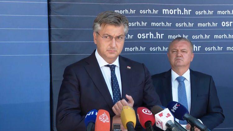 """Plenković na Baniji: Obnova kuća s crvenim naljepnicama """"bit će kad bude spremna""""…"""