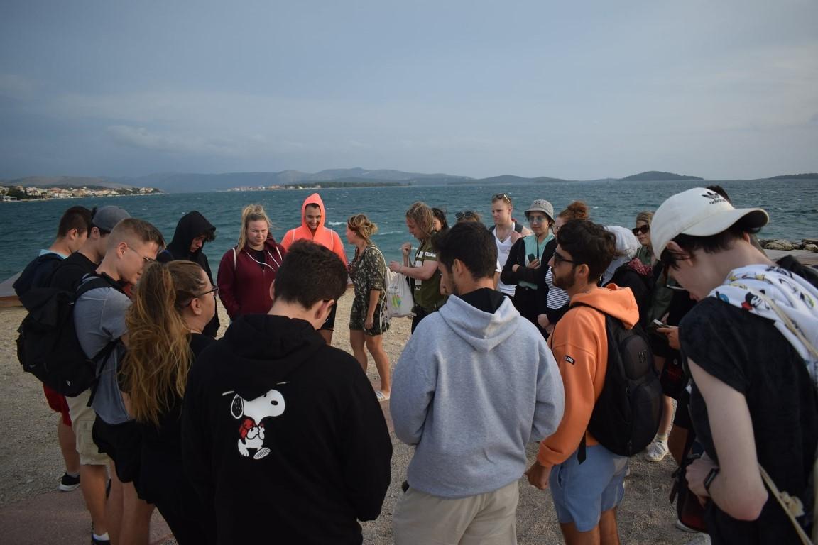 EU-mladost na šibenskoj plaži: Osvještavali predrasude i pokupili 3251 opušak